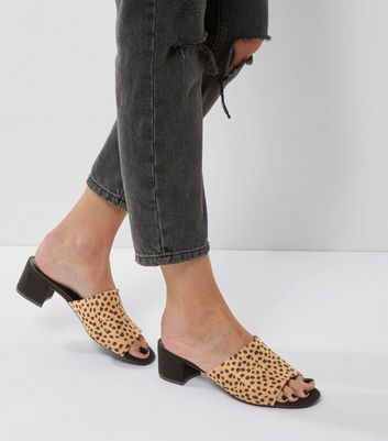 Graue Mules aus Wildlederimitat mit Animal-Print