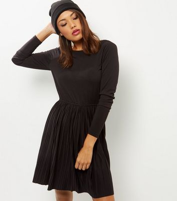 Black Pleated Scoop Back Mini Dress