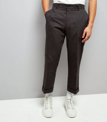 Pantalon noir court à revers