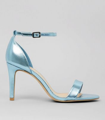 Wide Fit – High Heels mit Riemchen in Metallic-Blau