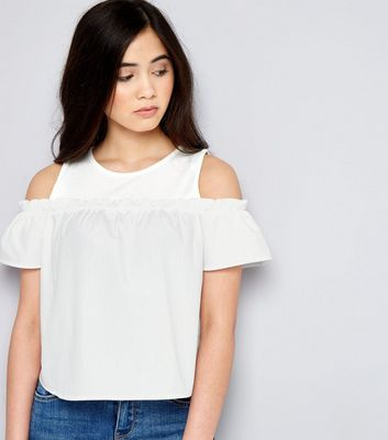 Teenager – Cold-Shoulder-Top mit Rüschen in Weiß