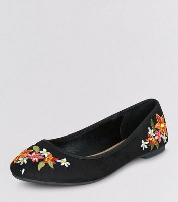 Teens Black Suedette Floral Embroidered Pumps