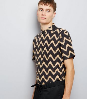 Black Contrast Zig Zag Print Short Sleeve Shirt