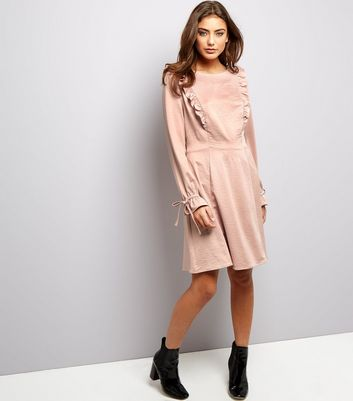 Robe patineuse rose moyen en satin à volants