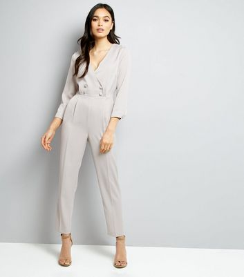 Grauer Smoking-Jumpsuit aus Satin