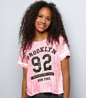 "Teenager – Kurzes Batik-T-Shirt in Hellrosa mit ""Brooklyn 92""-Aufdruck"