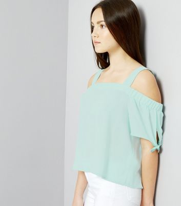Teenager – Mintgrünes Cold-Shoulder Top mit Bindeärmeln