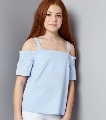 Teenager – Blaues, gesmoktes Cold-Shoulder Top mit Bardot-Ausschnitt