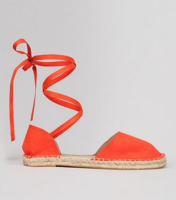 Wide Fit – Espadrilles-Sandalen mit Fesselriemen in Orange