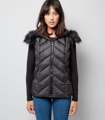 Black Faux Fur Trim Quilted Gilet