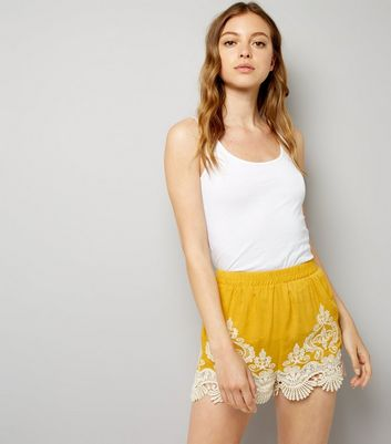 Yellow Contrast Crochet Hem Shorts
