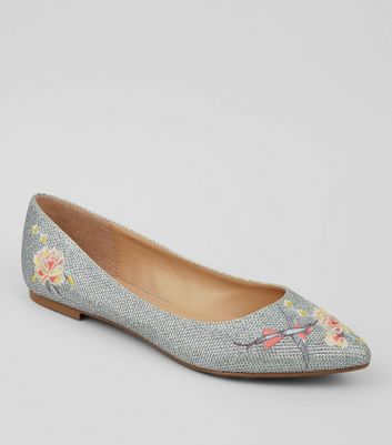 Silver Glittter Floral Embroidered Pointed Pumps