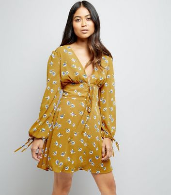 Petite Yellow Floral Print Plunge Neck Lace Up Dress