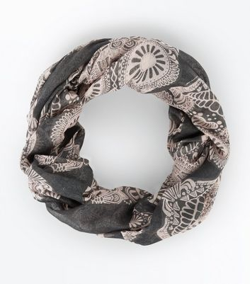 Grey Floral Skull Print Snood