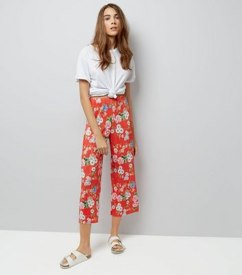 Red Floral Print Plisse Cropped Trousers