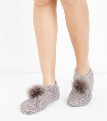 Nerzbraune Slippersocken mit Fake-Fur-Bommel