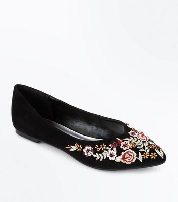 Black Floral Embroidered Pointed Pumps