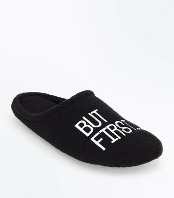 Chaussons noirs à slogan « But First Coffee »
