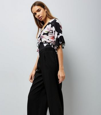 Black Floral Print Ruched Front Crop Top