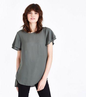 T-shirt vert olive noué sur le côté; Top kaki à ourlet asymétrique et  manches à superpositions