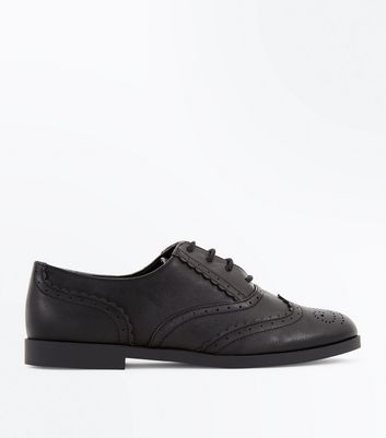 Black Scallop Trim Brogues
