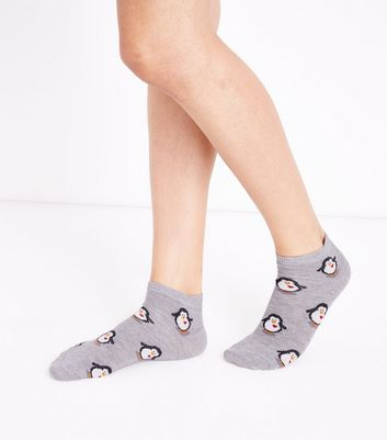 Pale Grey Penguin Heart Trainer Socks