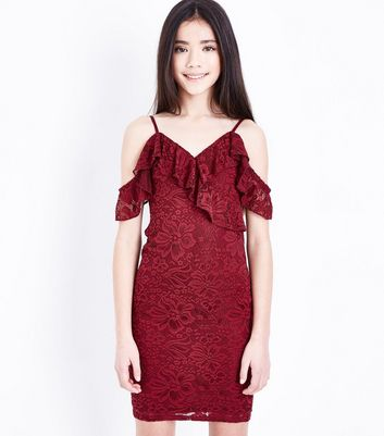 Teenager – Weinrotes, figurbetontes Cold-Shoulder-Kleid mit Spitze