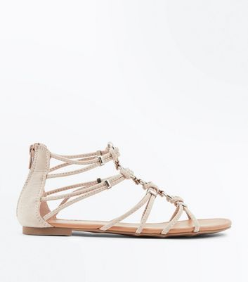 Teenager – Nudefarbene Römersandalen in Wildleder-Optik mit Metallring
