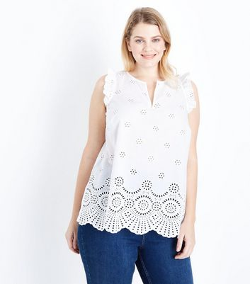 Curves - Top blanc à broderie et volants