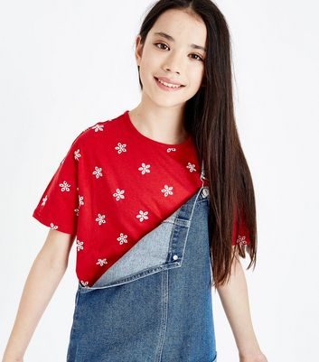 Teenager – Rotes T-Shirt mit Blumenstickerei