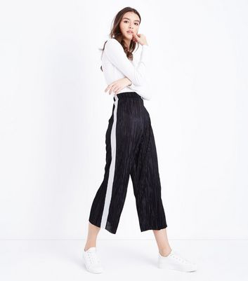 Black Plisse Cropped Side Stripe Trousers