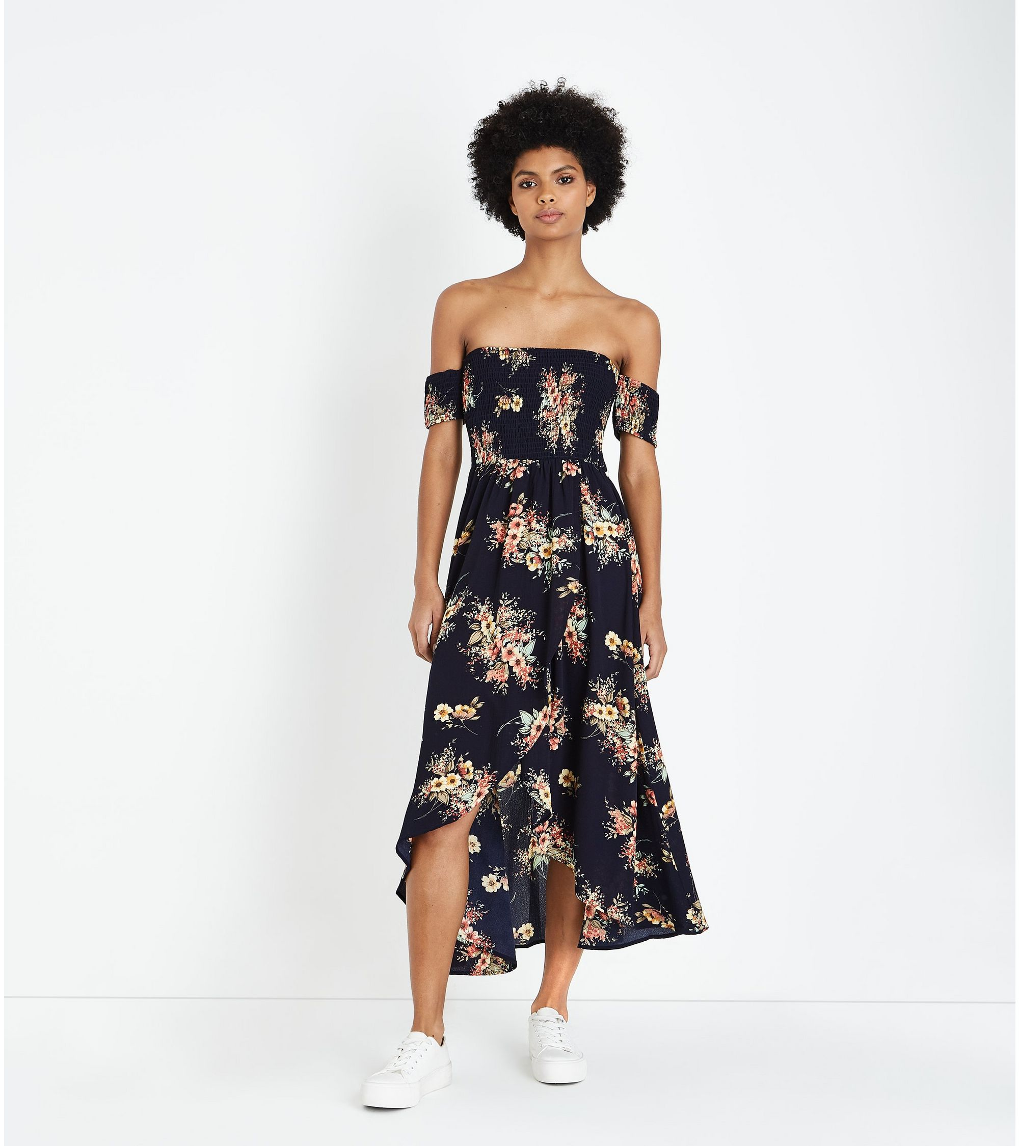 051e4085b29 New Look Blue Vanilla Navy Floral Shirred Maxi Dress at £20