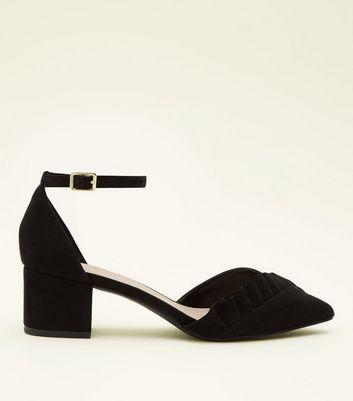 ... Wide Fit - Chaussures en suédine noire à petits talons et volants sur  le devant