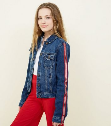 Teenager – Marineblaue Jeansjacke mit Ärmelband