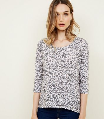 Tan Leopard Print Fine Knit 3/4 Sleeve Top