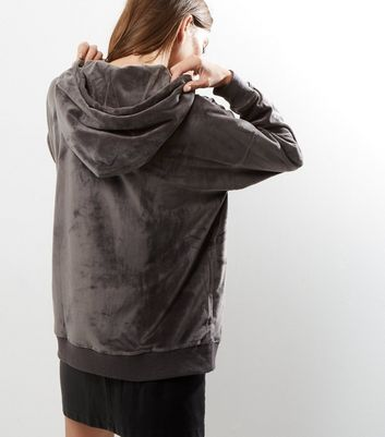 Sweat à capuche en velours ultra doux gris foncé Ajouter à la Wishlist Supprimer de la Wishlist