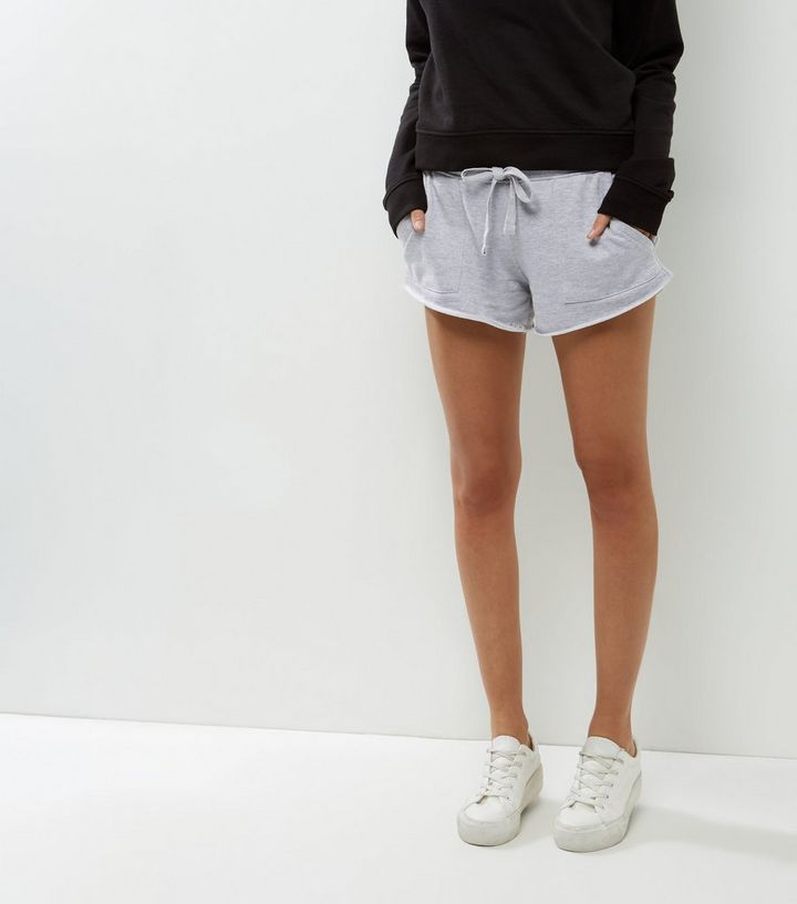 choisir le dernier sélectionner pour officiel haut de gamme véritable Mini-short de sport gris avec deux poches sur les côtés Ajouter à la  Wishlist Supprimer de la Wishlist