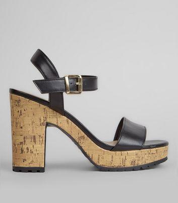 Schwarze Sandalen mit Korkabsatz und rutschhemmender Sohle Für später speichern Von gespeicherten Artikeln entfernen