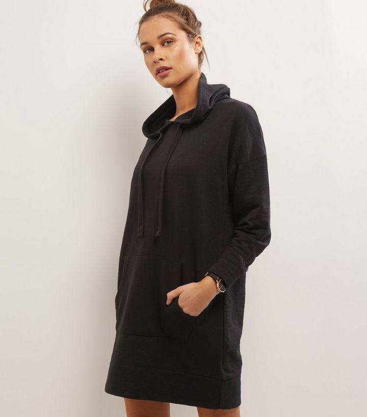 more photos 6124a 1e63f Schwarzes Pulloverkleid mit Kapuze Für später speichern Von gespeicherten  Artikeln entfernen