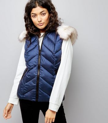 Navy Faux Fur Trim Quilted Gilet New Look