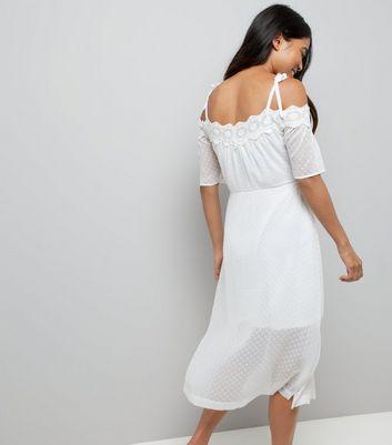 Ajouter Crochet Supprimer En De Robe Blanche La Wishlist Épaules À Petite Dénudées 4LcRqA35j
