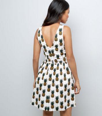 Petite White Pineapple Poplin Twist Sundress New Look