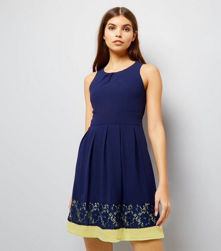 77b19bc018b Blue Vanilla - Robe bleu marine avec dentelle contrastante et nœud à ...