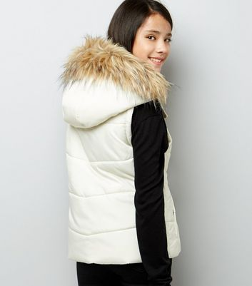 Teens Cream Faux Fur Trim Padded Gilet New Look