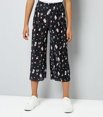 Teens Black Floral Pleated Crop Trousers New Look