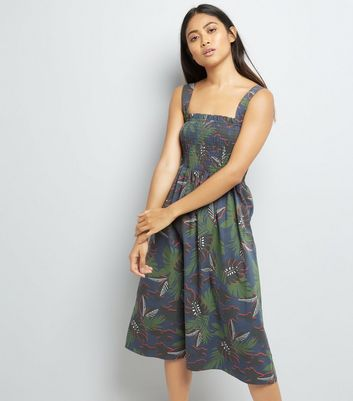 Petite Green Tropical Print Shirred Midi Dress New Look