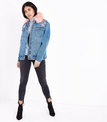 Petite Blue Faux Fur Collar Embroidered Denim Jacket New Look