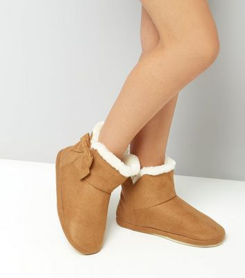 Teens Tan Faux Fur Trim Suedette Slipper Boots New Look