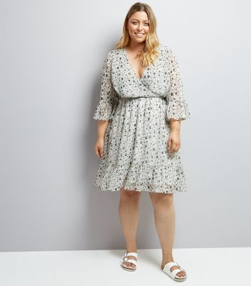 Curves Cream Floral Print Flute Sleeve Dress New Look