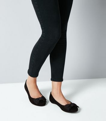 Extra Wide Fit Black Suedette Bow Ballet Pumps New Look
